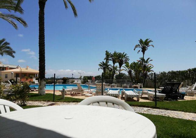 Apartamento com piscina perto da praia, 300 mts da Oura, Albufeira