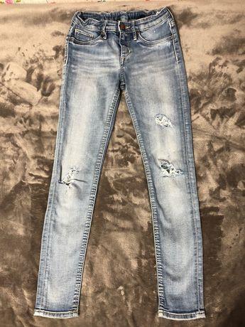Рваные джинсы с дырками