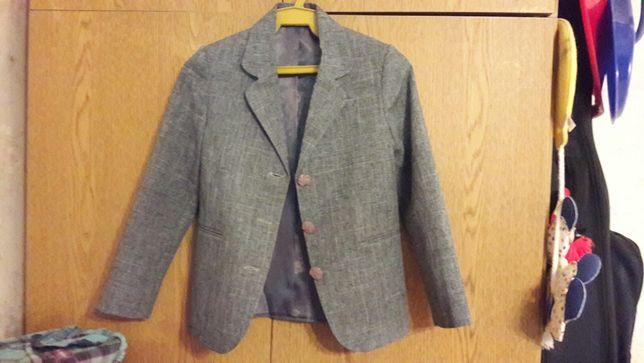 Пиджак на первоклассника 128 см