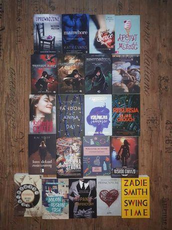 Wyprzedaż książek. Mnóstwo tytułów. Książka.