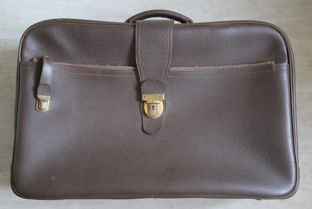 walizka , w bardzo dobrym stanie, w kolorze brązowym