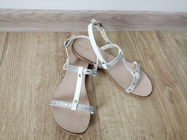 Sandałki r. 33 białe