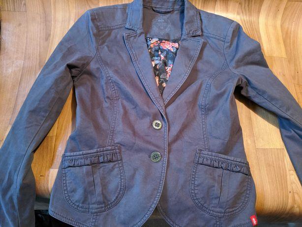 Продам женские куртки ветровки качественные недорого