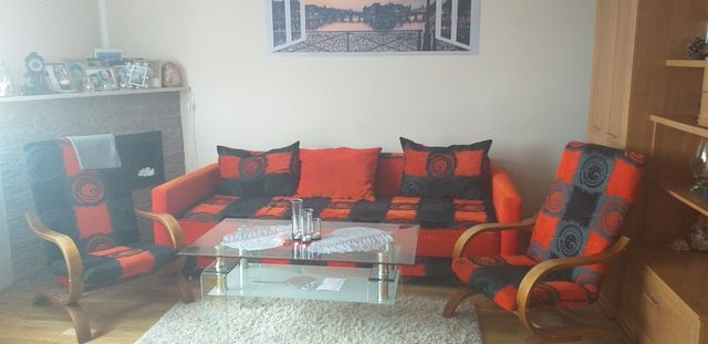 Sprzedam komplet: kanapę, 2 fotele + 2 pufy