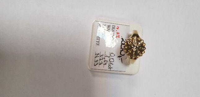 Złoty pierścionem z diamentami próba 333