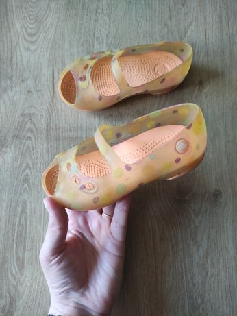 детские красивые  балетки Crocs .