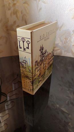 Оригинальная ключница в форме книги