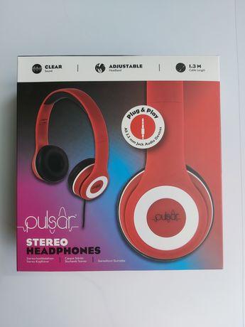 Czerwone słuchawki nauszne przewodowe