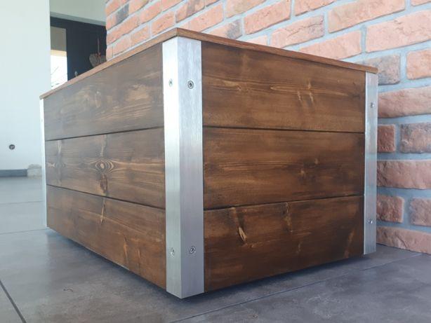 Drewniana donica z elementami ze stali nierdzewnej na kółkach