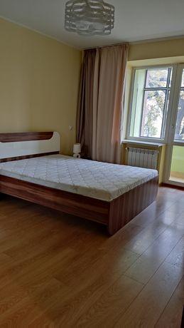 Пропоную в оренду трикімнатну квартиру по вул Личаківська