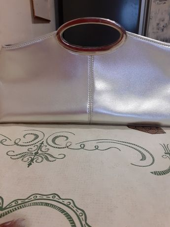 Продам сумку смотрится очень  красиво.