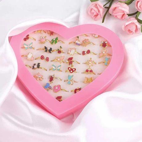 Nowy zestaw 36 sztuk pierścionków w opakowaniu serce