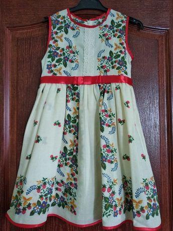 Нарядное платье на девочку с цветами в украинском стиле