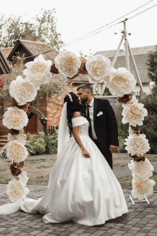 Весільні арки, квіти, пумпони