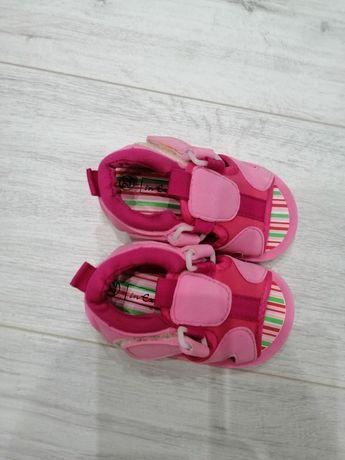 Nowe piankowe sandałki rozmiar 22