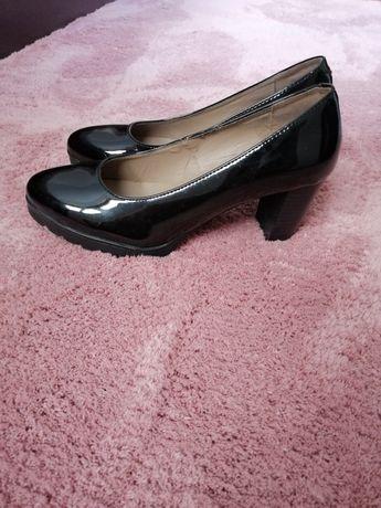 Sapatos de Salto Clássicos