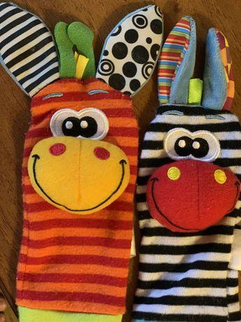 Игровые носки с браслетами на липучках, развлекают малыша