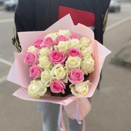 Микс 33 розовых и белых розы - приятный подарок. Доставка цветов