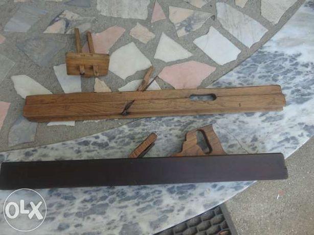 Plaina e outros utensilios de carpinteiro