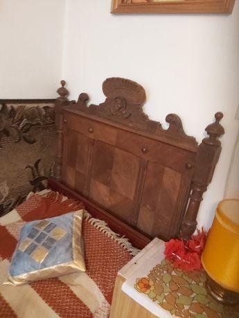 Łóżko drewniane, rzeźbione