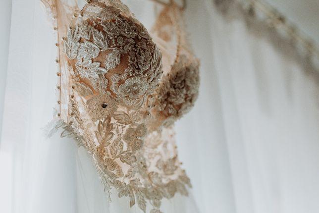 Suknia ślubna tiul