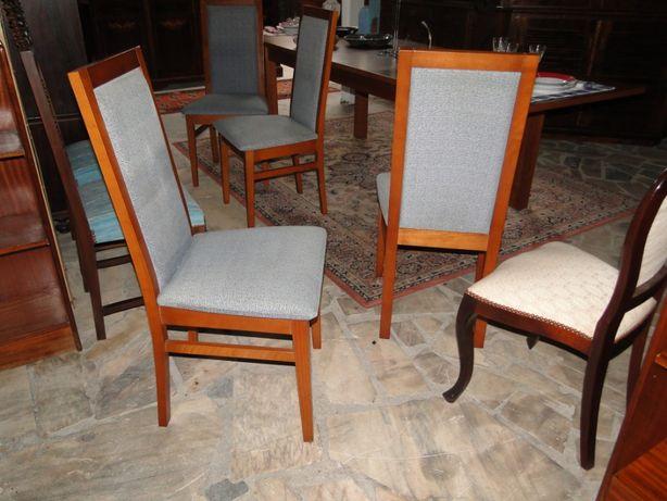 Cadeiras em madeira maciça (Cerejeira) forradas tecido azul clarinho -