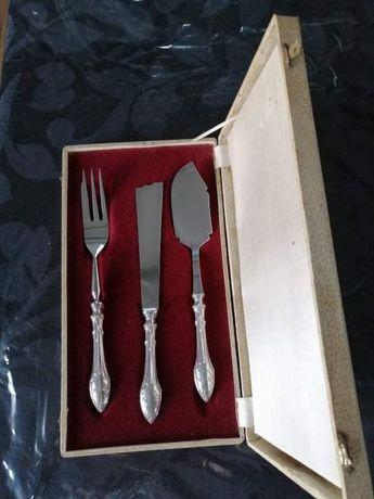 Conjunto de talheres de serviço (Prata)
