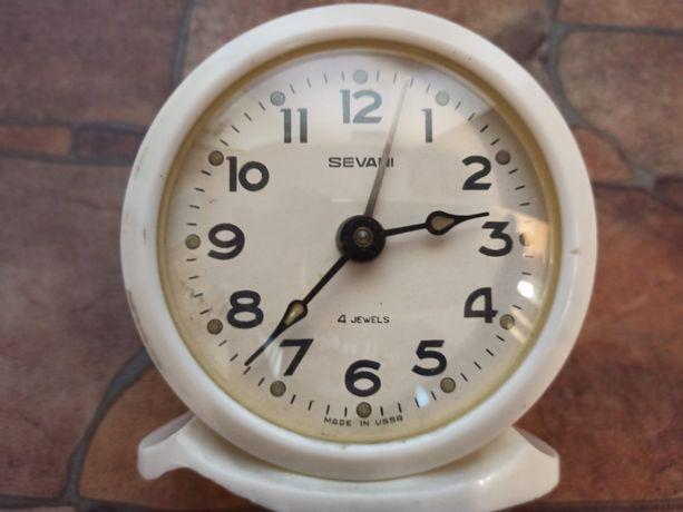 Раритетные часы-будильник Sevani - рабочий, сделано в СССР