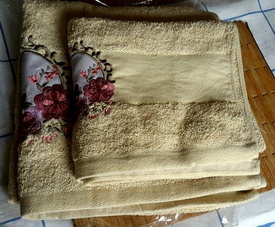 Набор из 2 полотенец с вышивкой