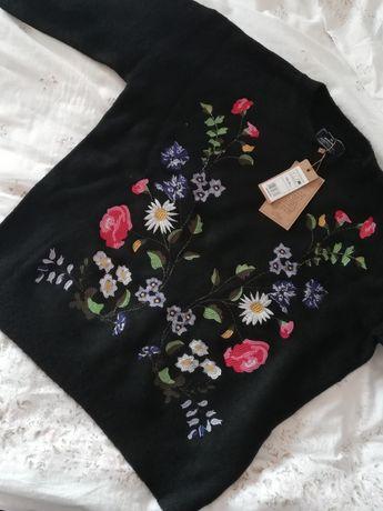 Sprzedam czarny haftowany sweter MEDICINE