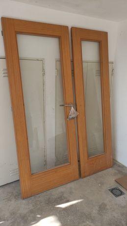 Portas de madeira com vidro e aro, para interior