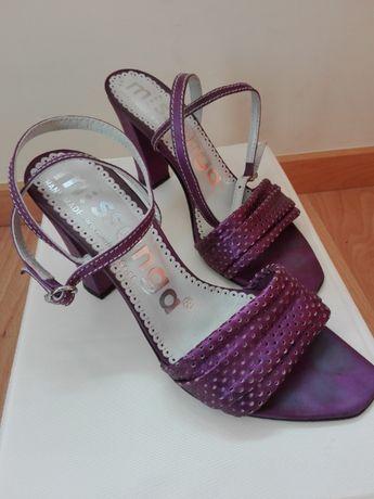 Sandália cor lilás n.39