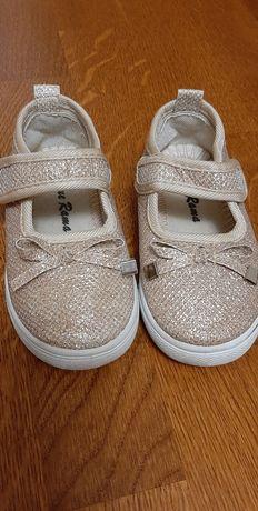 Туфлі (мокасини, тапочки) святкові, блискучі в ідеальному стані