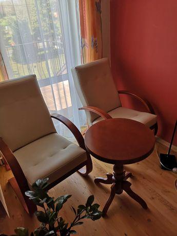 Zestaw mebli  ecoskóra krem fotele i stół drewniane