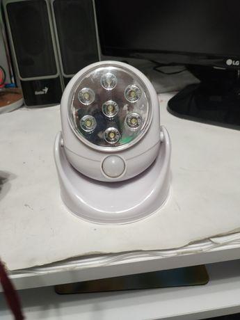 Lampka z diodami LED z czujnikiem ruchu, zmierzchu