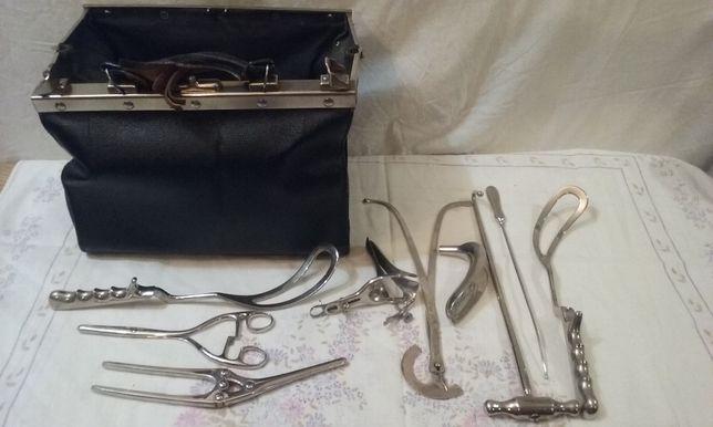 Stara torba lekarska z narzędziami