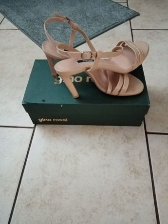 Piękne eleganckie sandały 40r Gino Rossi