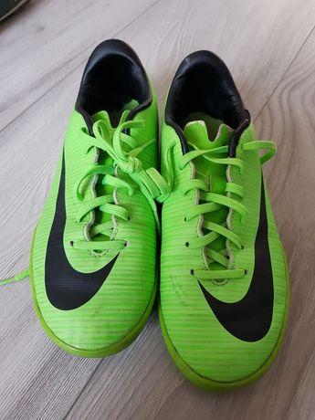 Buty sportowe halówki