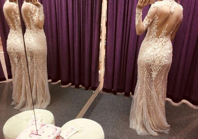 Неймовірна сукня ручної вишивки
