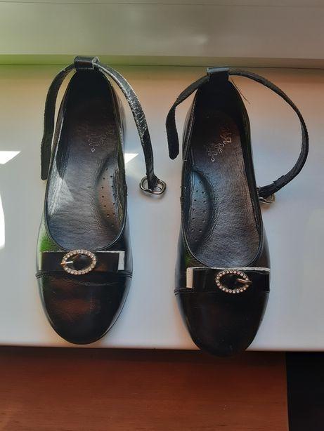 Туфли нарядные чёрные школьные