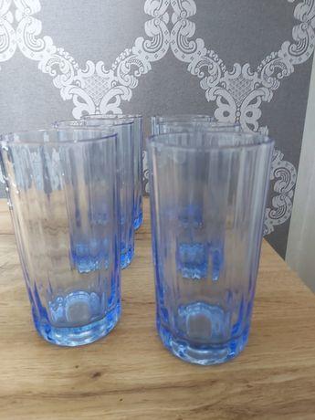Szklanki w kolorze niebieskim
