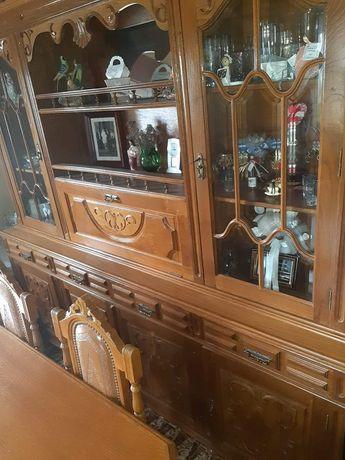 Móvel de sala antigo com mesa e 8 cadeiras