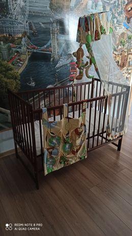 Łóżeczko drewniane z baldachimem
