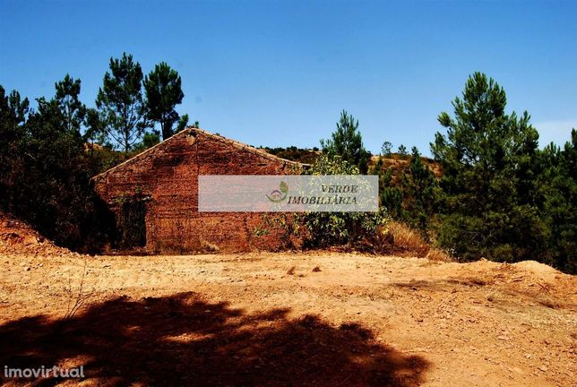 RUINA INSERIDA NUM TERRENO COM  6,4 ha - Alferce, Serra de Monchique
