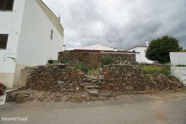 Ruína em terreno de 150m2, Santa Cruz, Almodôvar