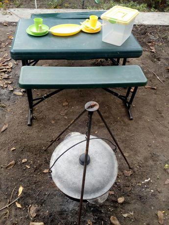 Садовый набор : стол,две скамейки,казан с треногой