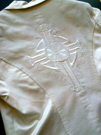 Blazer branco cintado, do estilista Américo Tavar - tamanho M