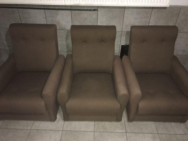 Zestaw trzech foteli