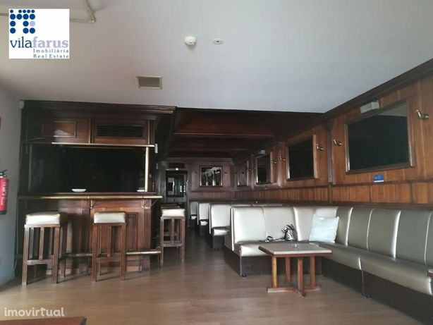 Bar (e imóvel de 75m2) no centro de Almancil