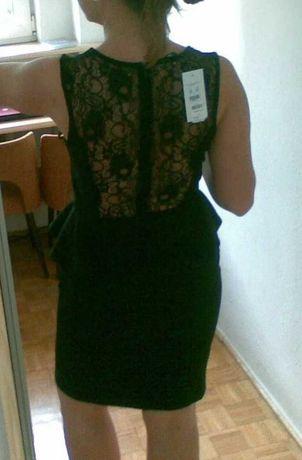 Sukienka mała czarna z koronką na plecach